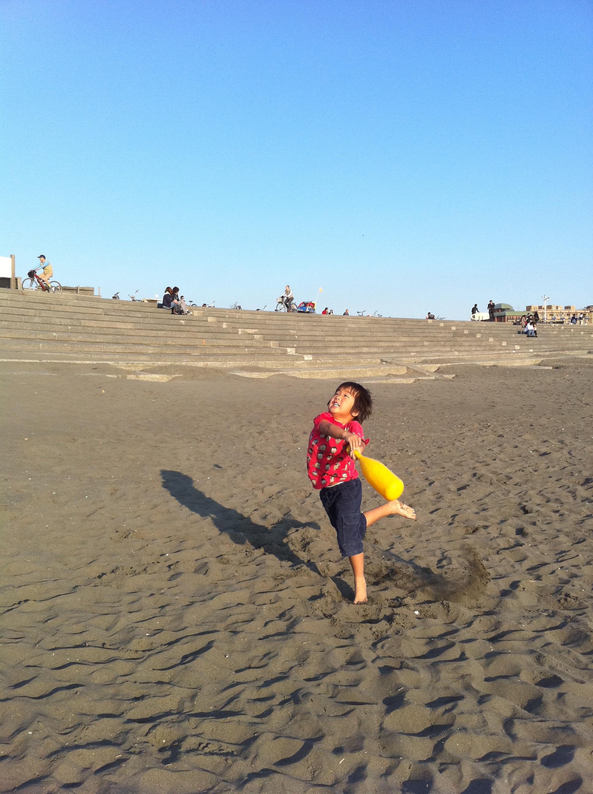 砂浜ころがり野球!