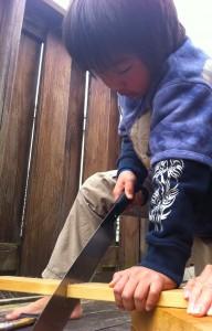 DIY 子どもノコギリ本立て作り