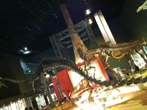 大きな館内に恐竜が!!