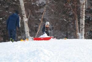父と子の雪遊び