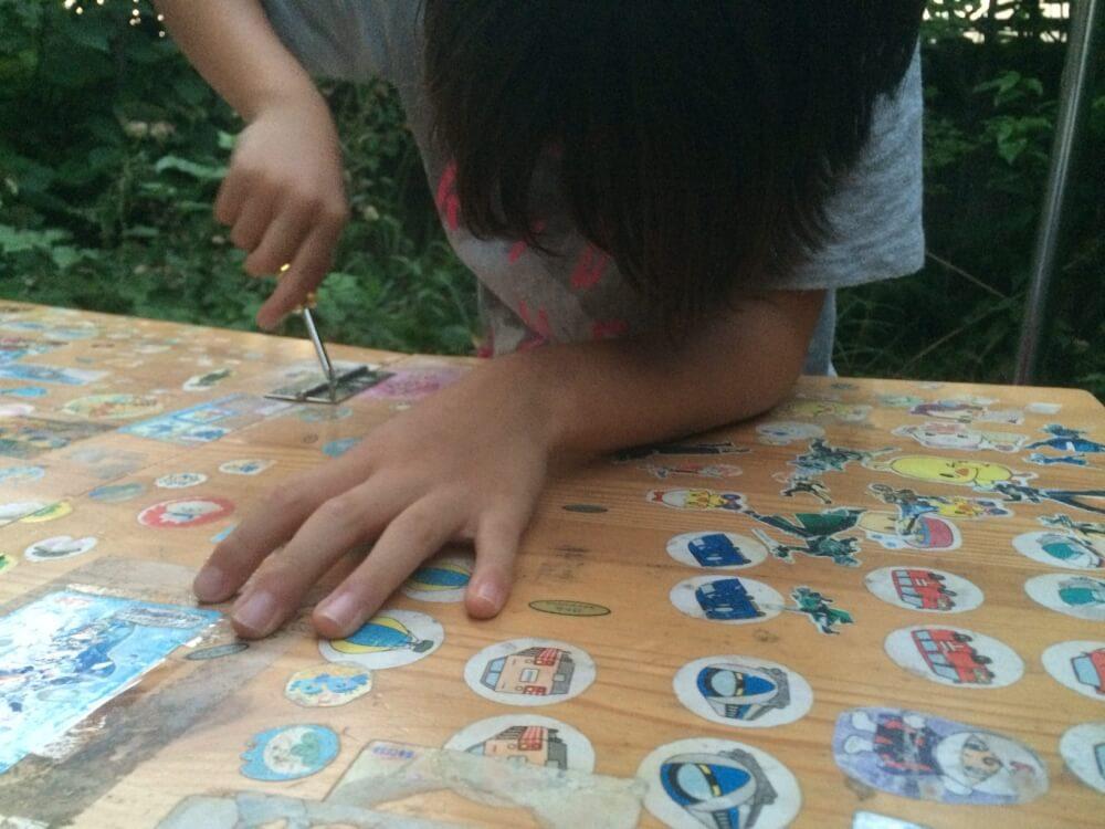 家のテーブルを、キャンプのテーブルに。子どもと、簡単DIY。
