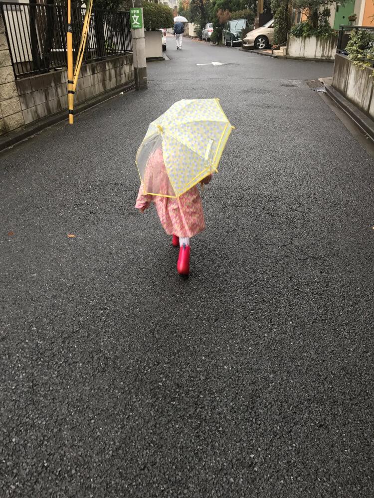 雨上がりの道をカサさして歩いたら。〜子どもとおでかけ