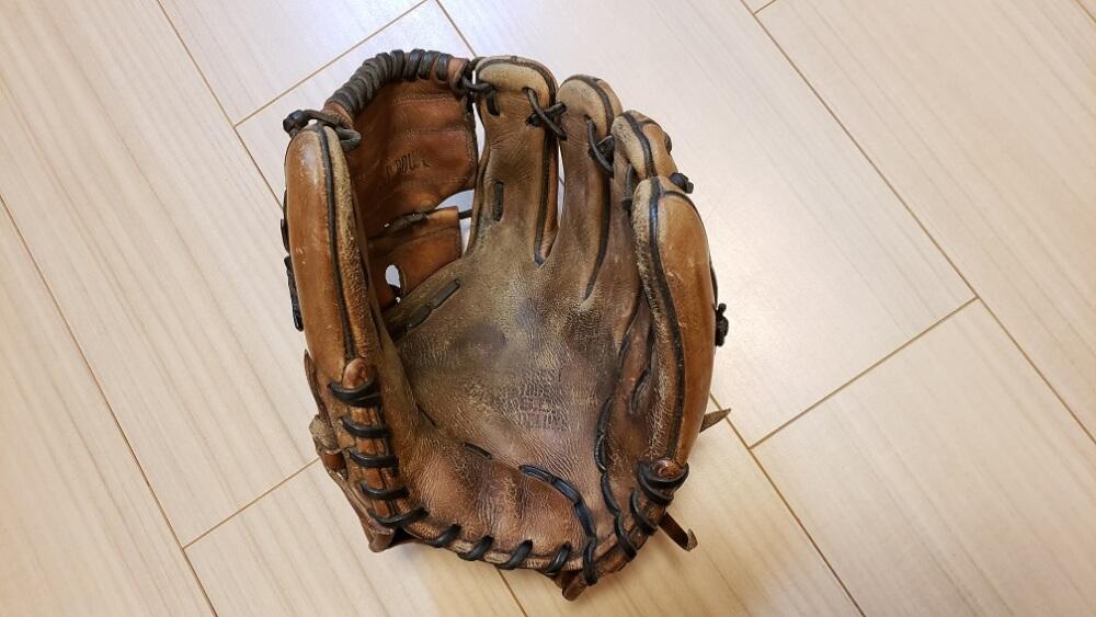 190505硬式グローブ洗浄前 捕球面